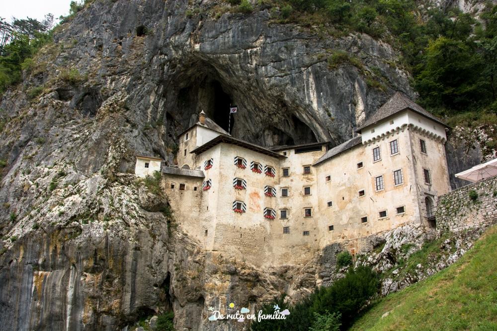 Castell de Predjama a Eslovènia