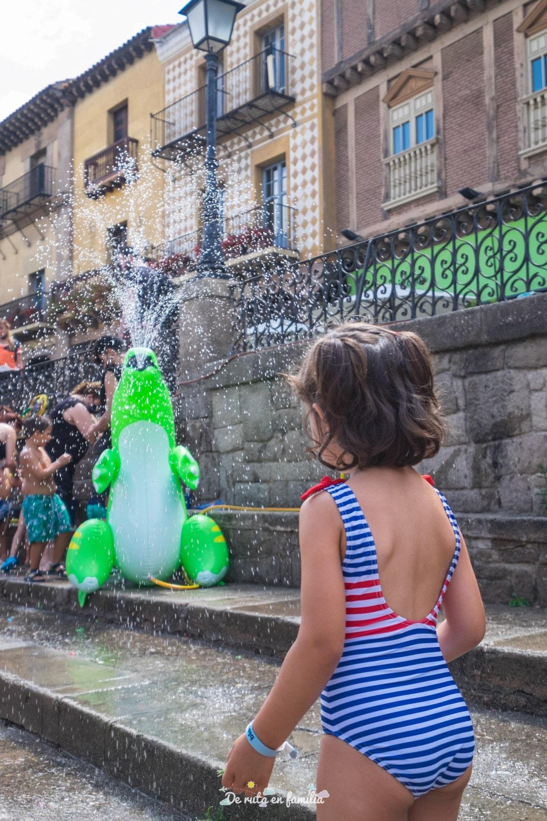 Splash. Festa de l'aigua al Poble Espanyol de Barcelona